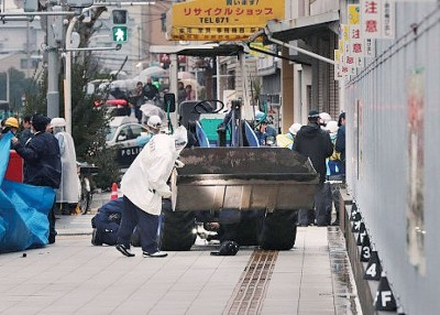 事发于和歌山县城御坊市一处民居,派出所以现场考察。