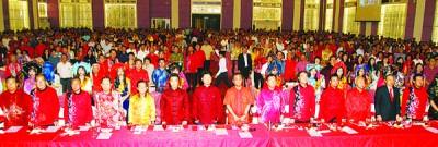 2018戊戌年全国福建乡亲大拜年上以沙登华究竟大厦宴开150席,连请来白天(左7)做主宾。