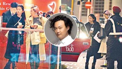 陈奕迅以及徐濠萦之女陈康堤,接轨了妈妈的好长腿。