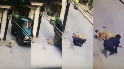 婴儿车向后滑疑因路面高低差而倒地。婴儿车内的婴儿遭碾,母亲发现后瘫软在地。