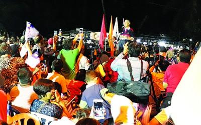 敦马哈迪当台上一直说现任首相的类错误。