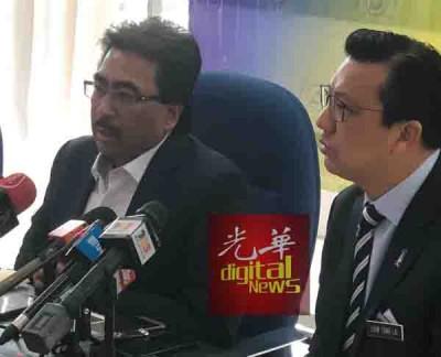 佐哈里(左)跟廖中莱联袂出席记者会,通往媒体上讲话。