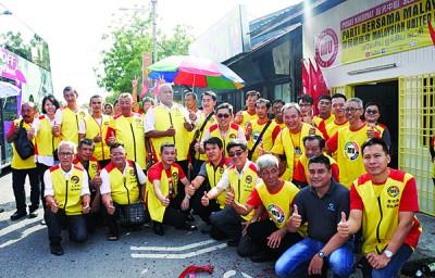 国民团结党亚依淡服务中心正式开幕。