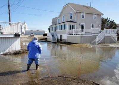 一些地方之前因风暴造成海水倒灌而水浸。