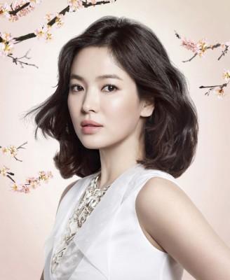 雪花秀正式发布宋慧乔变成代言人,首张像美以优雅展现品牌特质。