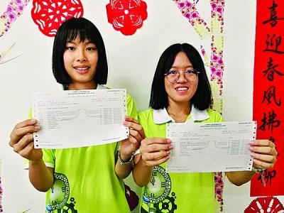 彭子瑜(左起)与洪荟恩双双考获10A+特优佳绩。