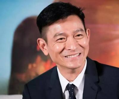 在去年的粉丝聚会兼生日派对上,刘华不忘公开感激太太,并含泪诉说朱丽倩陪他共度最艰难的时刻。