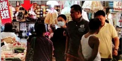 刘华休养期间,朱丽倩亲自到菜市场买菜挑食材,下厨为老公做健康餐。