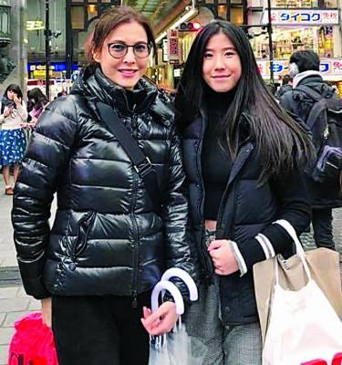 15岁大女和李婉华一样高。