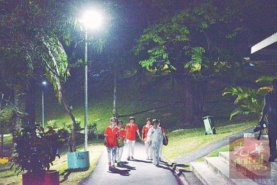 武吉南玛休闲公园每日清晨5时30分至早上7时30分,及晚上7时30分至11时将会亮灯,届时民众在天黑时段也可继续活动。