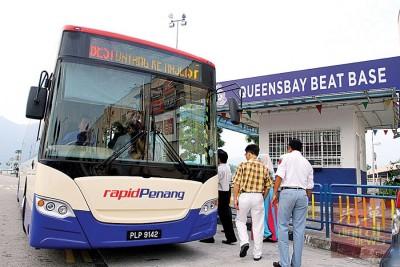 槟城快捷通巴土的乘客预计从下半年开始,只需一张现金卡或手机应用程式(apps)就能搭乘快捷通了!