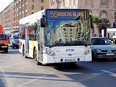巴士可随时停车,让乘客下车。