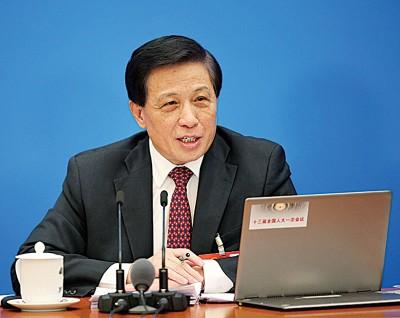 张业遂表示,修宪有利维护习近平在党中央的权威和统一领导,加强完善国家领导统治。(新华社照片)