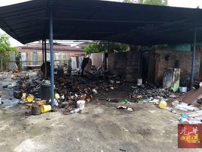 老妇住家在大火中化为乌有。