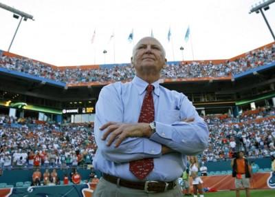 休伊曾加曾是迈阿密海豚的班主。