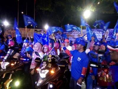 埔莱国阵摩托车队在副首相阿末扎希的推介下正式成立,大选期间为国阵拉票。