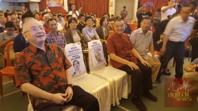 现场特别为林吉祥及林冠英二人预留席位、左为魏家祥、右为陈德钦。