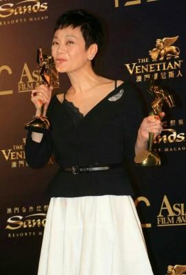 张艾嘉吃电影《相爱相亲》成《先后12交亚洲电影大奖》的极品女主角。