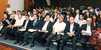 国州议员、市议员及州政府相关部门代表等出席聆听汇报。