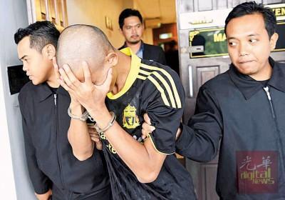 前军人穆沙涉贪5万令吉,被判监197年及鞭79下。