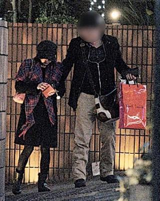 44岁日本女星高桥由美子被爆搭上人夫,日前更开房断正。
