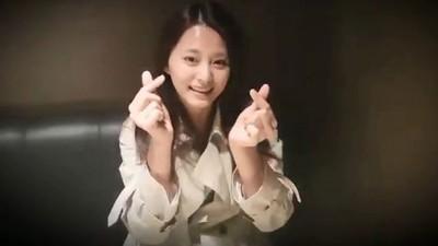 周子瑜素颜替推特12周年录制庆祝影片。