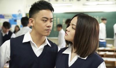 徐佳莹(右)《到此为此》MV,找来李安的儿子李淳助阵。