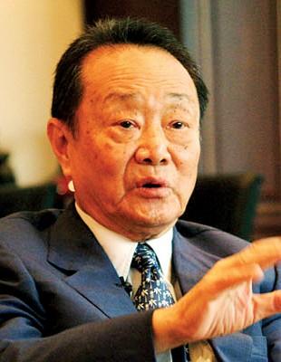 郭鹤年之门户高达148亿美元(盖577亿令吉),大地排名96。
