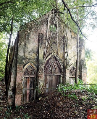 木蔻山上有座天主教堂。