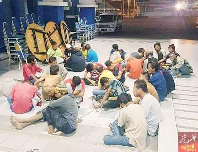 警方捣毁威北瓜拉姆拉区一毒窟,将34名吸毒男子一网打尽。