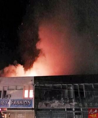 米都太子路过港天平园3间双层店屋午夜失火。