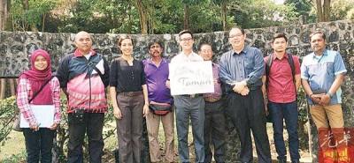 再里尔(左五):丹绒武雅选区内的邻里公园及口袋公园将获得提升。