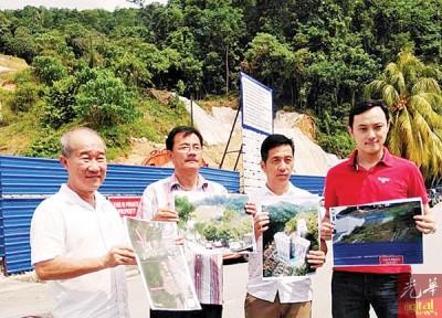 吴钟英(左起)、郭荣罗、胡栋强以及张引光辉开记者会,渴求槟州政府检讨在新港(Jalan Sungai Ara1)的平等宗高密度可当房屋发展计划。