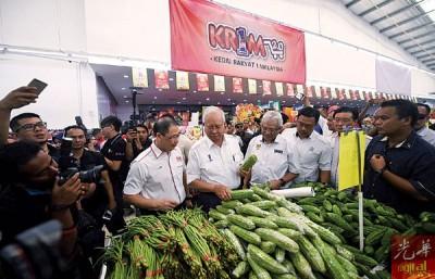 首相纳吉表示,KR1M2.0的战略合作能提高人民的购买能力。(档案照)