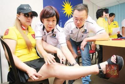 邓佩雯之脚部也发生为致伤的印痕。