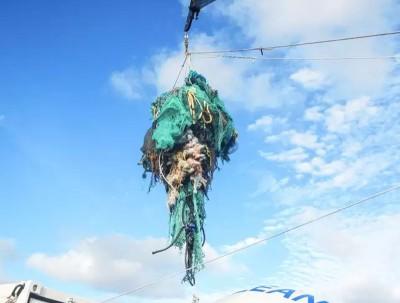 垃圾岛所包含垃圾包括渔网与塑料容器等。