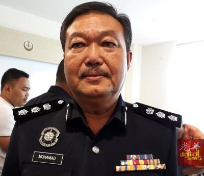 莫哈末因泰:警方严正看待此案,已经将小死者父亲及友人延扣至29日,以作深入调查,目前仍末释放两人。