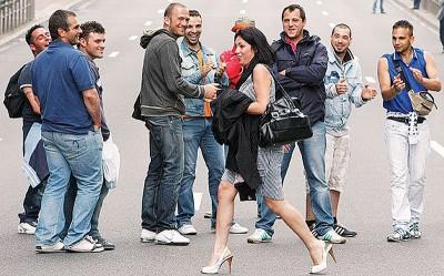法国拟立法,票控在公众地方口头调戏女士的男士。