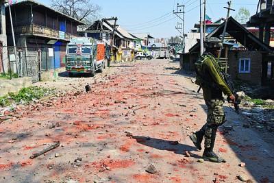 印度士兵在冲突区警卫。(法新社照片)