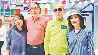 汪明荃带由美国返港的胞弟及弟妇,到ViuTV探班罗家英。