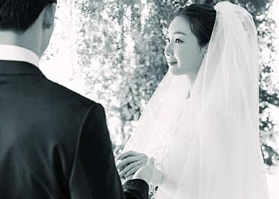 崔智友上月底闪嫁圈外男友,老公从事IT产业。