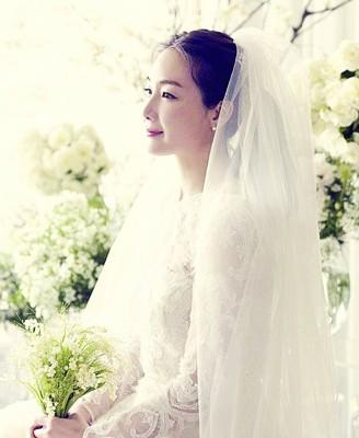 崔智友与丈夫在婚后已出国度蜜月。