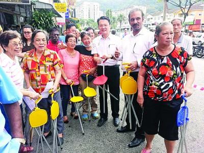 垄尾州选区有各阶层人士,因此杨顺兴需不时安排惠民活动。
