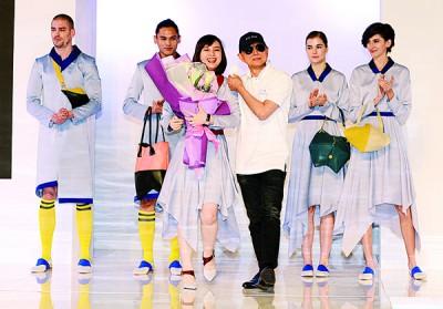 扬名海外的大马鞋王周仰杰,亦现身支持台湾设计师何佳潓,展现深厚的师徒情。