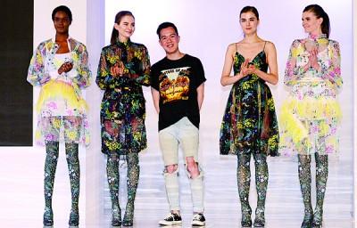 堪称槟城之光的Jonathan Liang,在法国巴黎从事服装设计业长达8年,今首次在故乡呈献个人服装系列时尚秀。