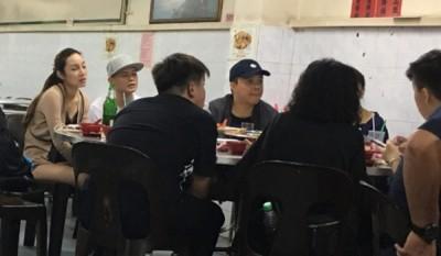 倾斜田被目击带长发女友在吉隆坡吃消夜。