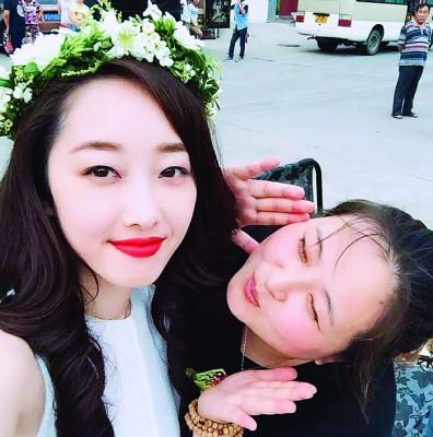 蒋梦婕(左)跟君君感情很好。