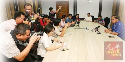 马汉顺接受中文报联访。