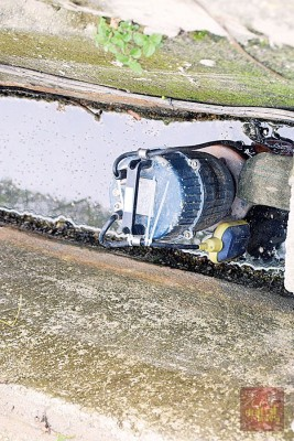 双溪赖斯里绍佳纳公寓已设有3台自动水泵,但来不及应付外来的灾水。