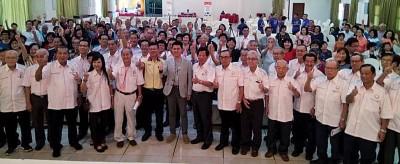 廖秋强在马来西亚杏坛协会会员大会上力挺张盛闻。